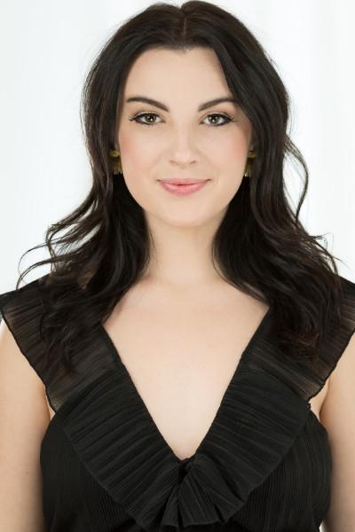 Alyssa Dessoye Headshot